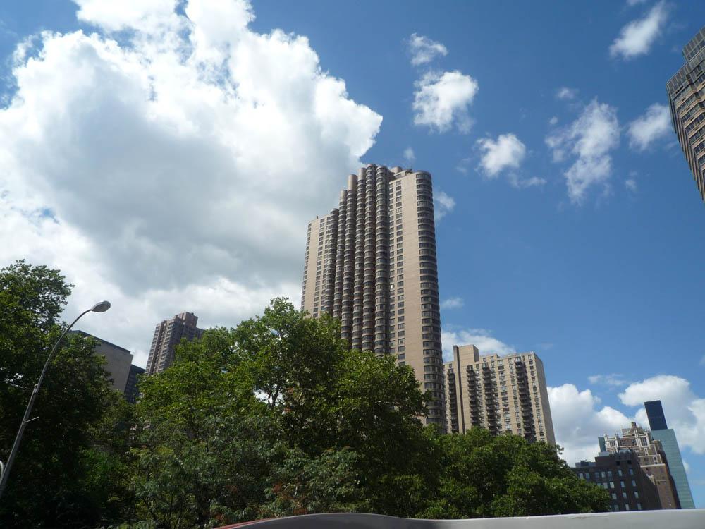 Sliver (1993) - Apartment Building